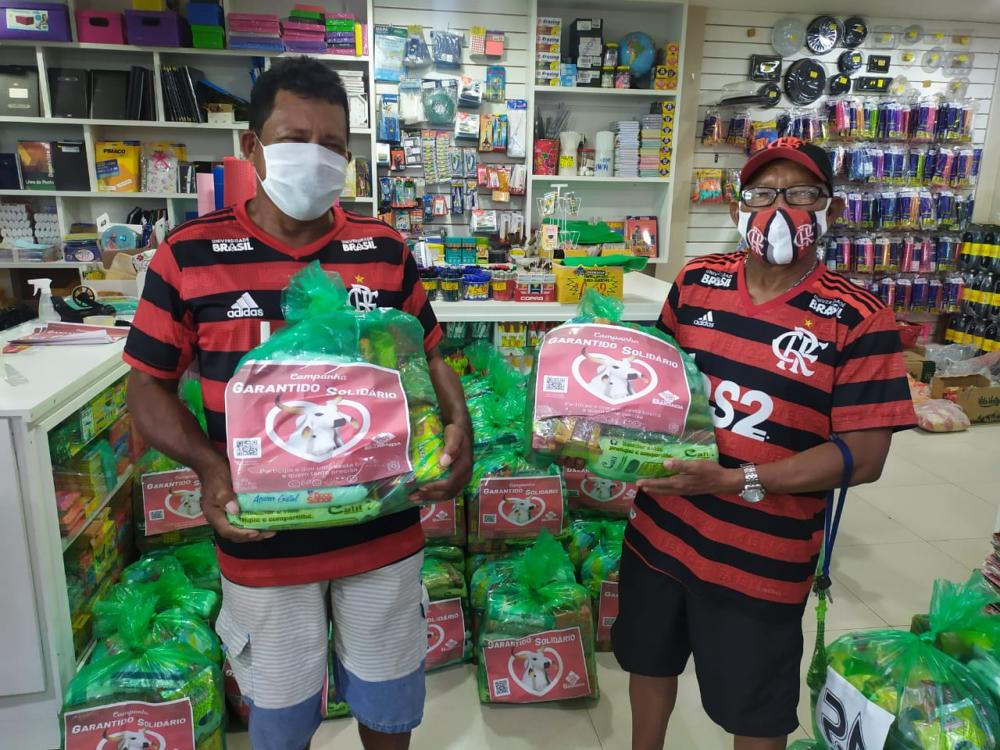 """Campanha """"Garantido Solidário"""" entrega cestas básicas arrecadas para trabalhadores"""