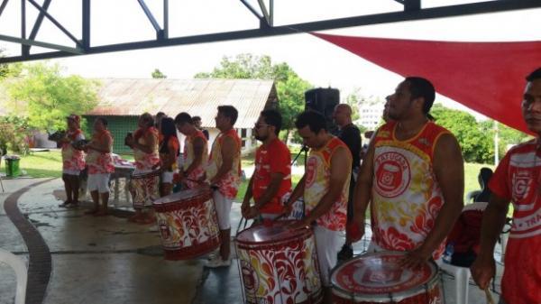 Batucada participa de feijoada beneficente na Aldeia SOS, em Manaus